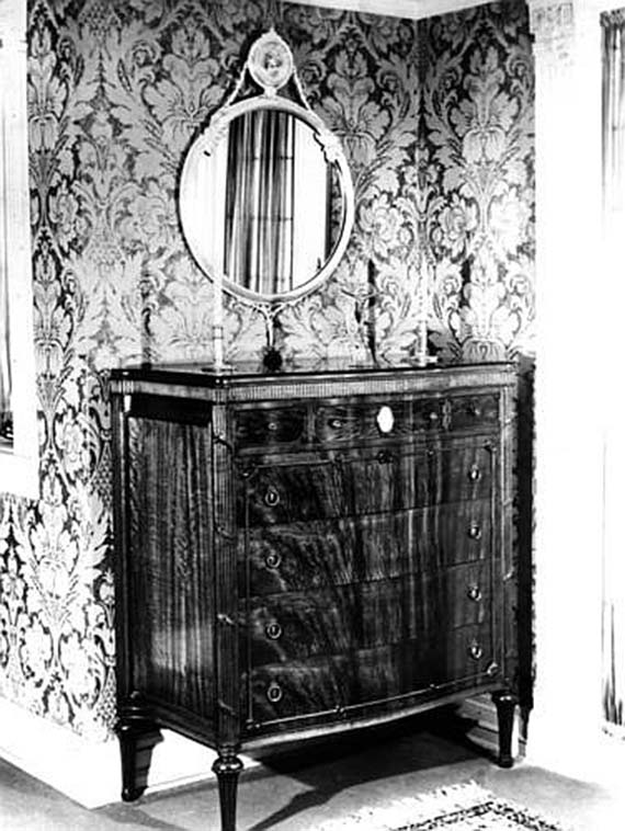 Chest in Rosenstengel family home_72dpix570w